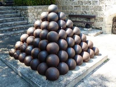 cannon-balls-187243_640